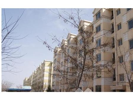 满春宜居苑89平米17楼2+2 中装 带家具900
