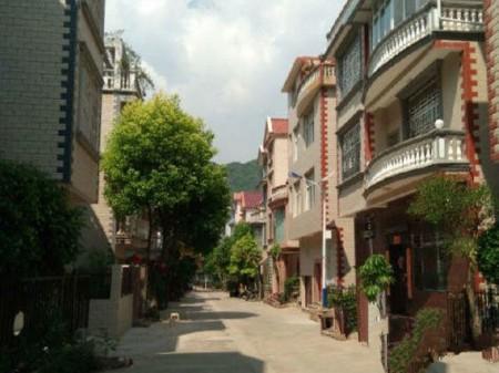 文山三鑫别墅苑独栋别墅,精装修,自己建盖房,优质房屋,设计合理。客厅中空设计。