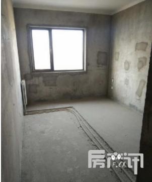 巩义悦湖会 138平大三房 毛坯房