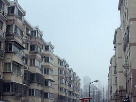 天鹤新七村朝南车库30平方,1000元一个月
