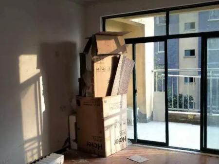 金色国际城小区 3室1厅 简单装修 年付