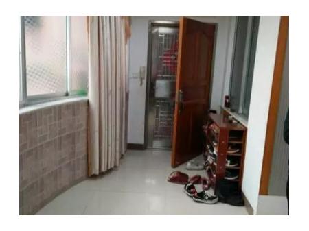 出售雄中园 3室2厅2卫131平方60万 精装带柴房