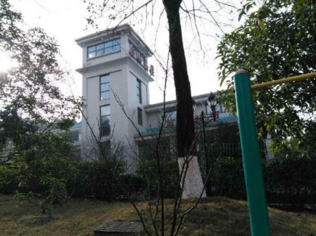 (出售) 团城山检察院家属楼8楼毛坯房 4室2厅2卫 162平