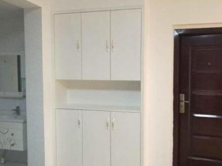 景阖家园4室2厅1卫 156平  精装修 2200元/月