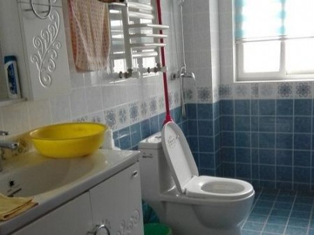 一品蓝湾 4室2厅2卫 140㎡ 送10平方茶室