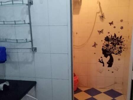临河美丽园 2室2厅100平米 精装修 2000元/月 押一付三