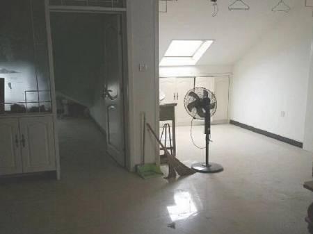 锦江花园 2室1厅1卫 80平  禁止养宠物,半年起租