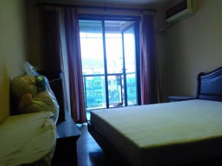 三江花园3室精装房东自住。南北通透,家电齐全拎包入住