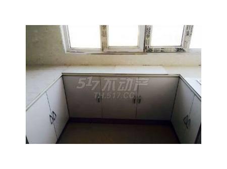 梅河口枫林小镇B区 1室1厅56平米 简单装修 年付
