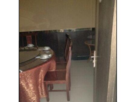 泗县东城虹郡门面 4室2厅1卫126平 简单装修