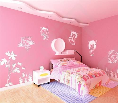 1、图一中,卡通的粉红色床单显得十分甜美可爱,上面的主人公是很受小朋友们欢迎的喜羊羊,硅藻泥儿童房效果图,硅藻泥背景墙也以粉红色来涂刷,墙面上面画着白色的喜羊养,和床单的设计相得益彰,人感觉很甜蜜温馨。