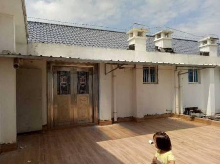 滨江步行街 5室2厅3卫 —新装修房出售,赠送60平阳台