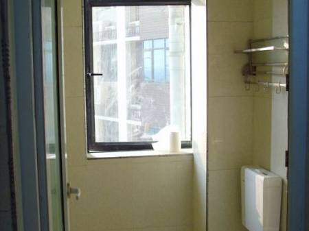出售湘府东路 城轨入口处 交通便利 毗邻圭塘河风光带电梯四房
